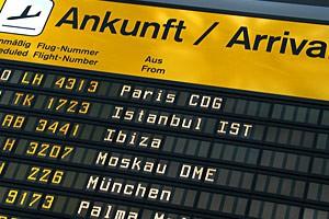 Unser Flughafen-Transfer-Fahrdienst fährt Sie und bringt Sie nach Hause.